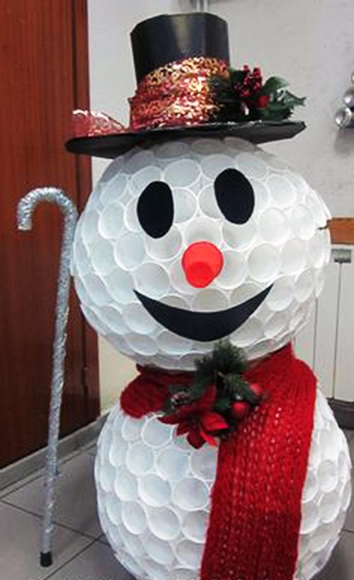 Babbo Natale Fatto Con I Bicchieri Di Plastica.Pupazzo Di Neve Riciclando I Bicchieri Di Plastica