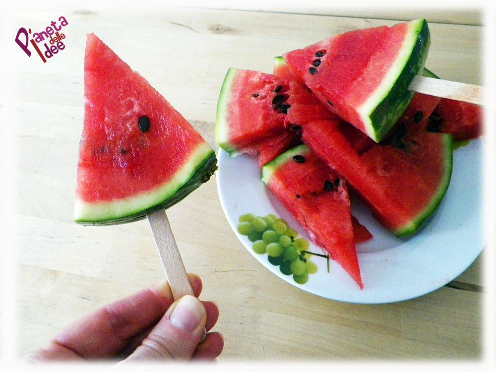 Intaglio della frutta anguria cocomero a stecco - Si mette in tavola si taglia ma non si mangia ...