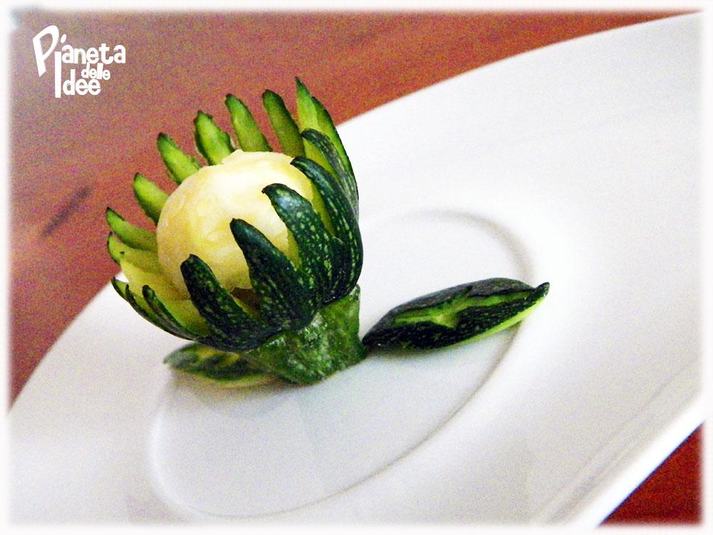 Tagliamo la zucchina a circa 4,5 cm da una estremità.