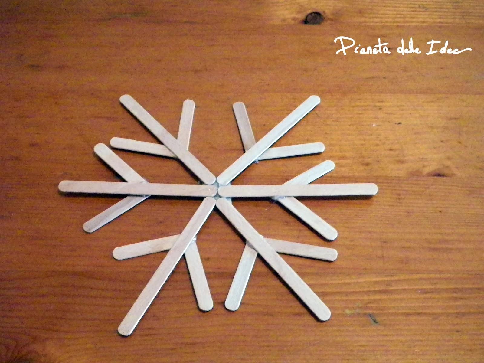 Fiocchi Di Neve Di Carta Facili : Riciclo creativo fiocco di neve con i bastoncini del gelato