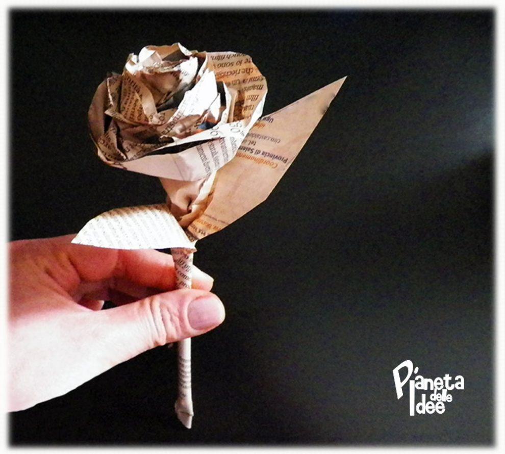 Come fare una rosa con la carta di giornale pianeta for Fiori di carta di giornale