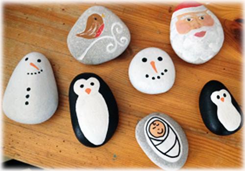 Decorazioni natalizie con i sassi pianeta delle idee - Decorazioni giardino con sassi ...