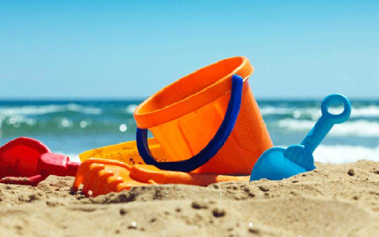 Dove si butta il secchiello, palette e formine per il mare?
