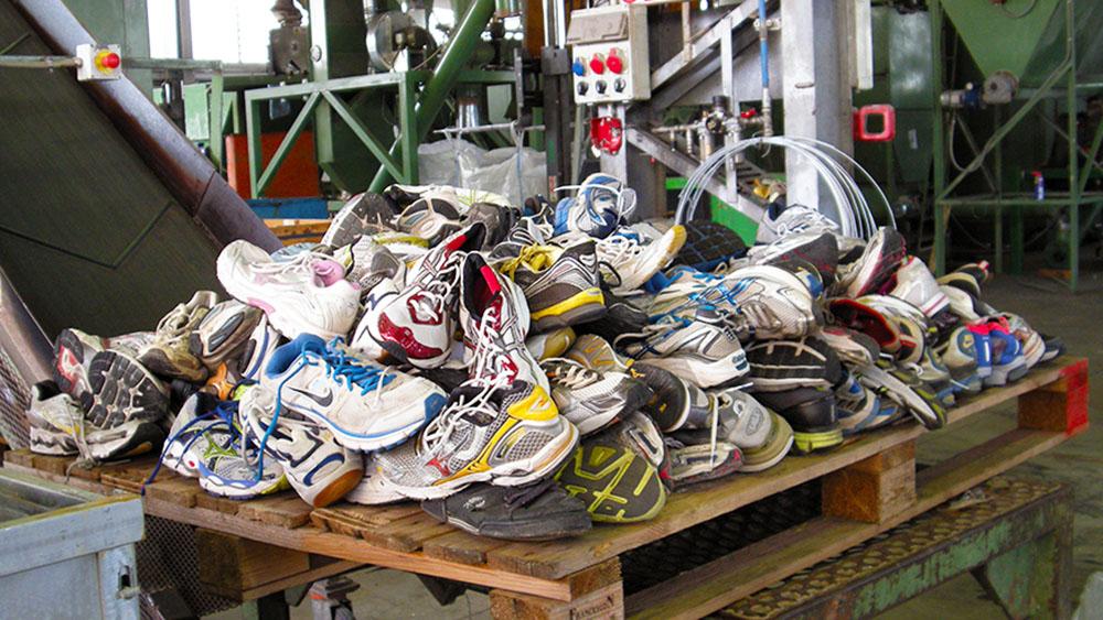 Dove si buttano le scarpe? | Pianeta delle Idee
